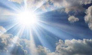 sunburst-against-a-blue-sky-with-white-clouds